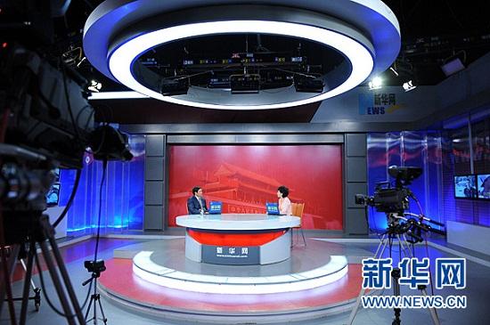 2012年8月10日,著名儿童心理与儿童教育学家、中国人民大学客座教授殷红博做客新华网,与网友谈3-6岁儿童教育关键期的学习与发展。图为访谈现场。新华网 陈竞超 摄