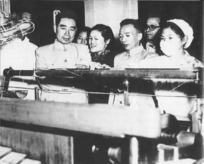 1955年,周恩来视察北京第一棉纺厂