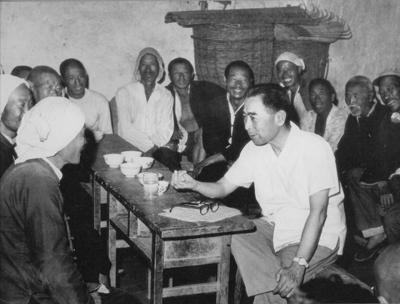 1961年4、5月间,周恩来在河北磁县农村召开座谈会