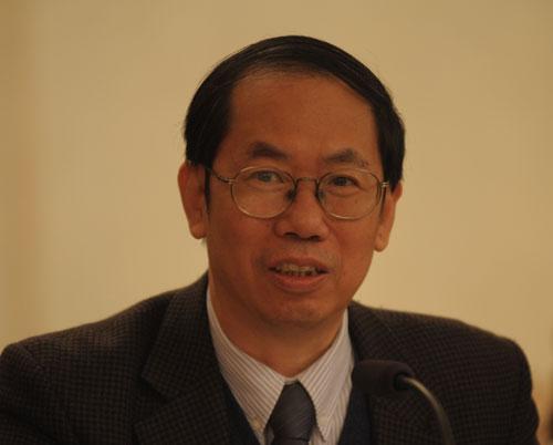 北京大学中文系原系主任陈平原教授,治学之余,撰写随笔,借以关注现实人生,并保持心境的洒脱与性情的温润。