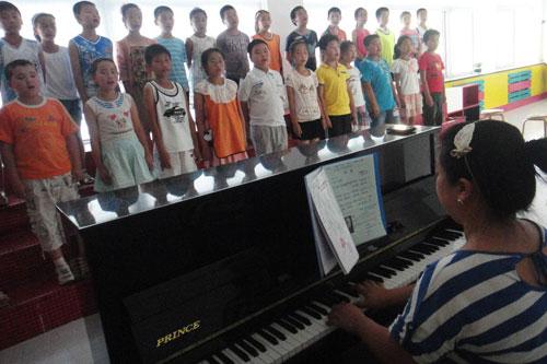 音乐教师组织学生传唱优秀童谣