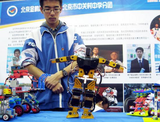 机器人表演体操
