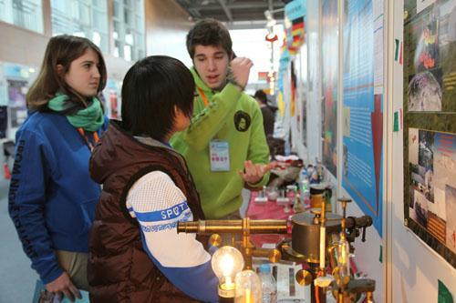 青少年创新大赛成为中外科技爱好者交流的平台