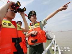 江苏镇江中学生航海日前夕体验航海生活