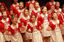 重庆兰花小学合唱队演唱歌曲