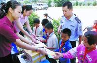 河北给农村义务教育学生免费发放膳食营养手册