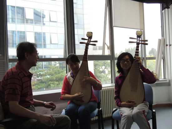 著名琵琶演奏家王工伟指导盲人学员