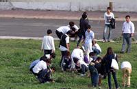 师生人人参与 创建美丽校园