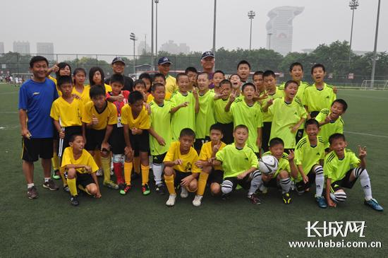 国际青少年足球赛举办 冀台小学生同台竞技