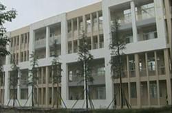 芦山地震灾区:新学期有了新校园