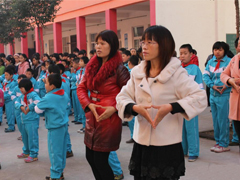 宝丰县隆重举行爱心救助超市学生爱心卡集中发放仪式
