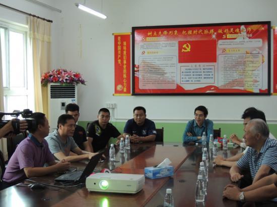 执委会领导与汤河口镇中心小学领导进行会晤