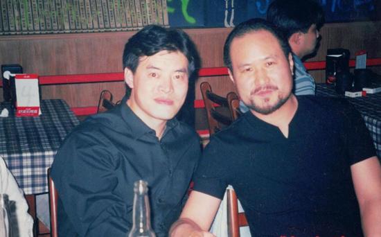 毛吉成(左)与韩国艺人张镐哲(右)