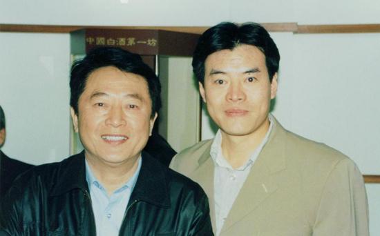 毛吉成(右)与北京足球教父,高级教练员金志扬(左)