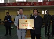 陕西省武术协会常务副主席田苏辉为段位制进校园先进单位颁奖