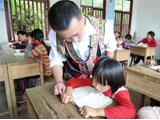 乡村教师执教34年患癌离世 儿子接棒坚守讲台