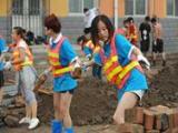 走进北京房山:灾区教师清淤忙