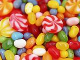 """孩子应少吃""""彩色""""食品 内含化学成分有毒性"""