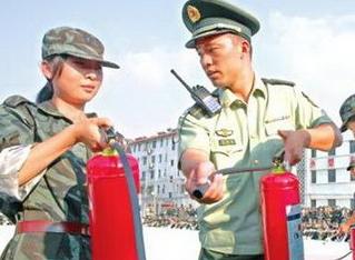 淮北中学新生学消防创良好校园消防安全环境
