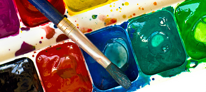 艺术家作画则自始至终是从整体上来把握感觉的,他们常常眯着眼睛看对象,是为了观察大貌的需要。把整幅画面的色彩,理解为几块大色块的组成,是认识上很重要的一个环节。