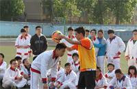 鲁能花式足球走进济南校园足球 激发学生兴趣