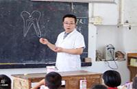 中医养生:叩齿吞津洁齿护牙 苏东坡也照做