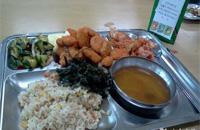 学校食堂每批菜都要检测 家长可上网查快检结果