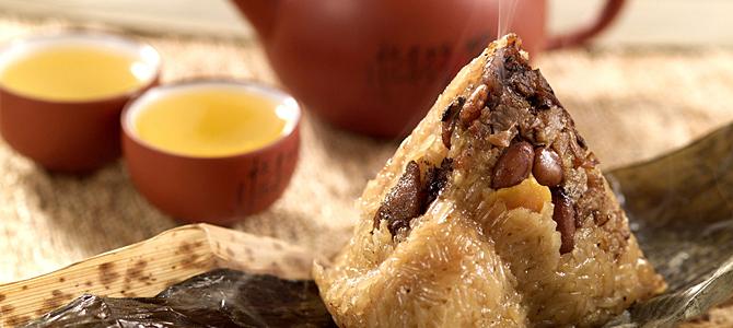 端午临近,粽叶飘香,吃粽子是我国传统的端午习俗,各种各样的粽子吸引着人们,成了餐桌上的常客。专家提醒,大量食用或引发消化不良...
