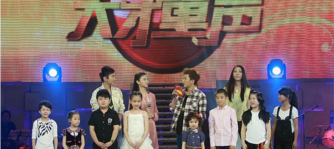 《天才童声》是辽宁卫视2012年重磅推出的中国首档大型少儿音乐成长节目。该节目汇聚全国各地最优质的天籁童声,启用大型交响乐团现场伴奏,以演唱会规模的超豪华舞美,倾力打造第一档专属中国儿童的顶级儿童音乐盛典。