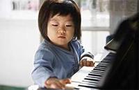 五岁内幼儿学钢琴,易致骨骼畸形