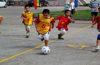 记:孩子从几岁开始学足球比较好?