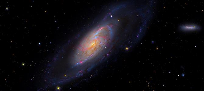北京时间12月16日消息,天文学家们日前观测到在我们银河系的核心部位有一团巨大的气体云正盘旋下落,即将坠入一个超大质量黑洞之中。尽管科学家们原先就早已知道黑洞会吞噬其周遭的物质,但是这仍然是科学家们首次目睹黑洞吞噬此类气体云的场景。
