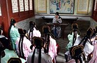 高校研究生玩穿越 穿宋代儒生服饰上课(图)