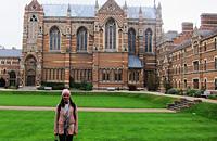 18岁女孩独自赴英面试 被牛津录取