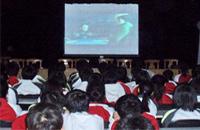 """中国计划到2015年建成1万个中小学""""校园数字影院"""""""