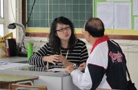 家有高三儿女的家长要主动与老师沟通