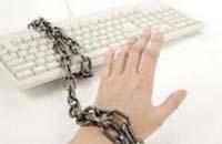 网瘾孩子母亲:曾想结束儿子生命
