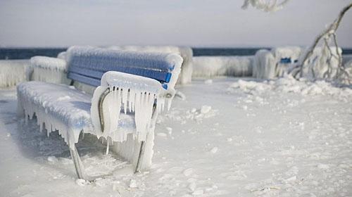 冻疮和体温过低症状在几分钟内可能出现,要保护你的四肢。