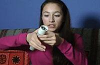 加拿大15岁女孩发明用手心温度发电手电筒