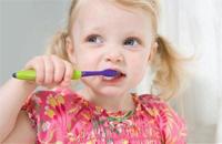 家长保护孩童乳牙的三误区