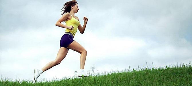 晨跑是一项对健康十分有利的运动,不仅能够锻炼身体,而且能够呼吸道早晨的新鲜空气。很多人认为晨跑是在起床以后就进行,这样的想法是否正确呢?其实这样的想法是错误的。还是吃了早餐再晨跑吧。