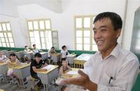 陈传会:一位独臂教师的美丽坚守