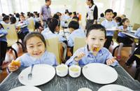 宁波学校餐饮安全检查 5家学校食堂发现过期食品