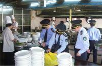 食药监局排查学校食堂安全 重庆医科大A级食堂有疏漏
