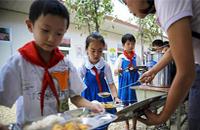 校园食物中毒事件频发探因:餐饮企业入校门槛低
