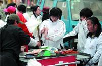广东儿童食品市场调查:校园周边无证摊点隐患多